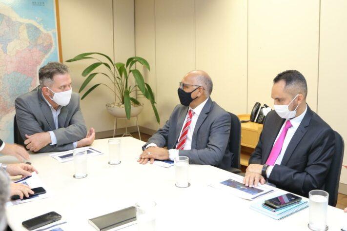 Prefeito Rogério Cruz e comitiva no Ministério das Comunicações, em Brasíli