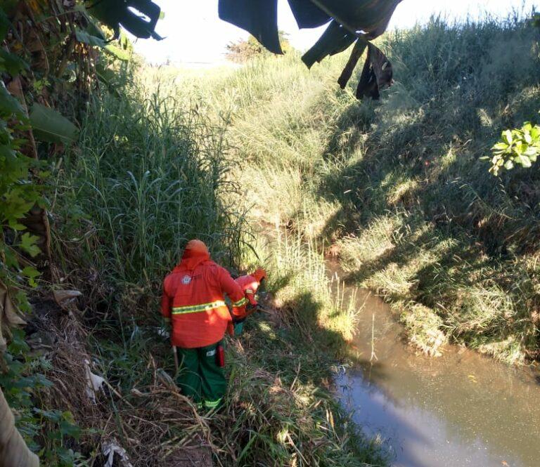 Profissionais da Comurg limpam cerca de 70 quilômetros de mananciais urbanos   Acervo Companhia