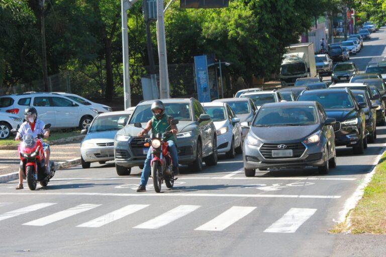 Em Goiânia, as faixas exclusivas para motociclistas ajudam a reduzir conflitos no trânisto | Foto: Paulo José